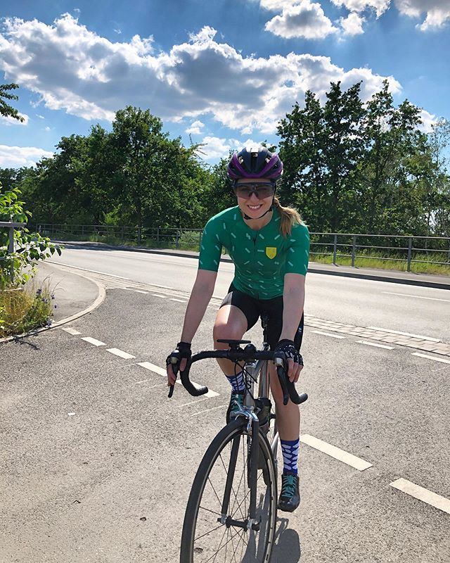 Sometimes, the sun doesn't change your mood. It just makes you squint. 🌞😅 ⠀⠀⠀⠀⠀⠀⠀⠀⠀ But a bike makes you happy, rain or shine. That, I can guarantee 👌🏻 ⠀⠀⠀⠀⠀⠀⠀⠀⠀ How happy does your bike make you, on a scale from 1 to 10? ⭐️ ⠀⠀⠀⠀⠀⠀⠀⠀⠀ 🚴🏼♀️ Follow @alinevedgd for more cycling stories 🚴🏼♀️ ⠀⠀⠀⠀⠀⠀⠀⠀⠀ #cycling #roadcycling #fromwhereiride #cyclinglife #roadbike #endurance #cyclist #cyclingshots #instacycling #lifebehindbars #wymtm #stravaphoto #lovecycling #ridelife #cyclelife #ridelikeagirl #womenscycling #ridebikes #cyclingphotography #shutuplegs #roadslikethese