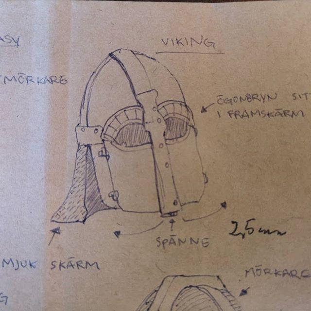 🇸🇪 Skissen blev en grym viking inspirerad gjut/svetshjälm. Många timmar på detta beställnings jobb, men det var enormt roligt. 🇬🇧 The sketch became an amazing Viking inspired cast / welding helmet. Many hours on this job, but it was a lot of fun. . . . #viking #skinn #läder #smide #svets #svetsning #svetsare #svetshjälm #welding #weldhelmet #leatherwork #leatherworks #läderslöjd #customdesigns #leathercraft #scandinavian #handgjort #handmade #hantverk #medeltid #medeltidsveckan #marknad #gotland #vikings #vikingstyle