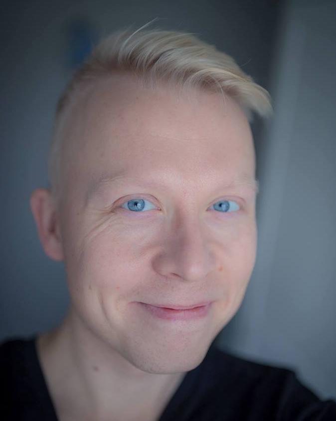 Jukka Risikko - 37-vuotias maisemakuvaukseen syventynyt luontokuvaaja. Suomen luonnon tunnelmia ja kauneutta välittävät kuvat ovat saavuttaneet laajan suosion sosiaalisessa mediassa.Instagram: @jukkarisikkoFacebook: @JukkaRisikkoPhotography
