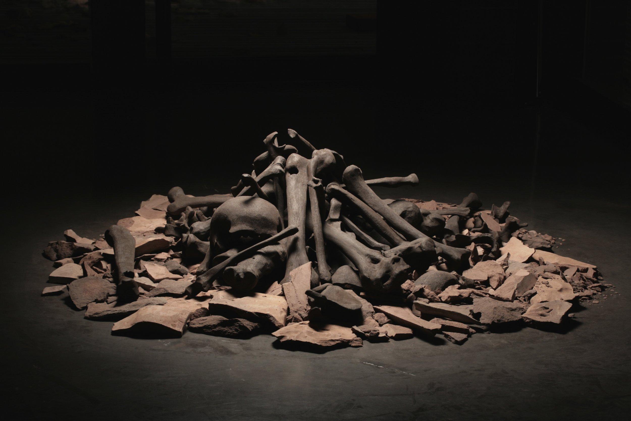 7.Le foyer, 2011, sculpture, ce?r amique (grès), 1m30 diamère.jpg