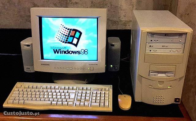 2826820718-computador-antigo-completo.jpg