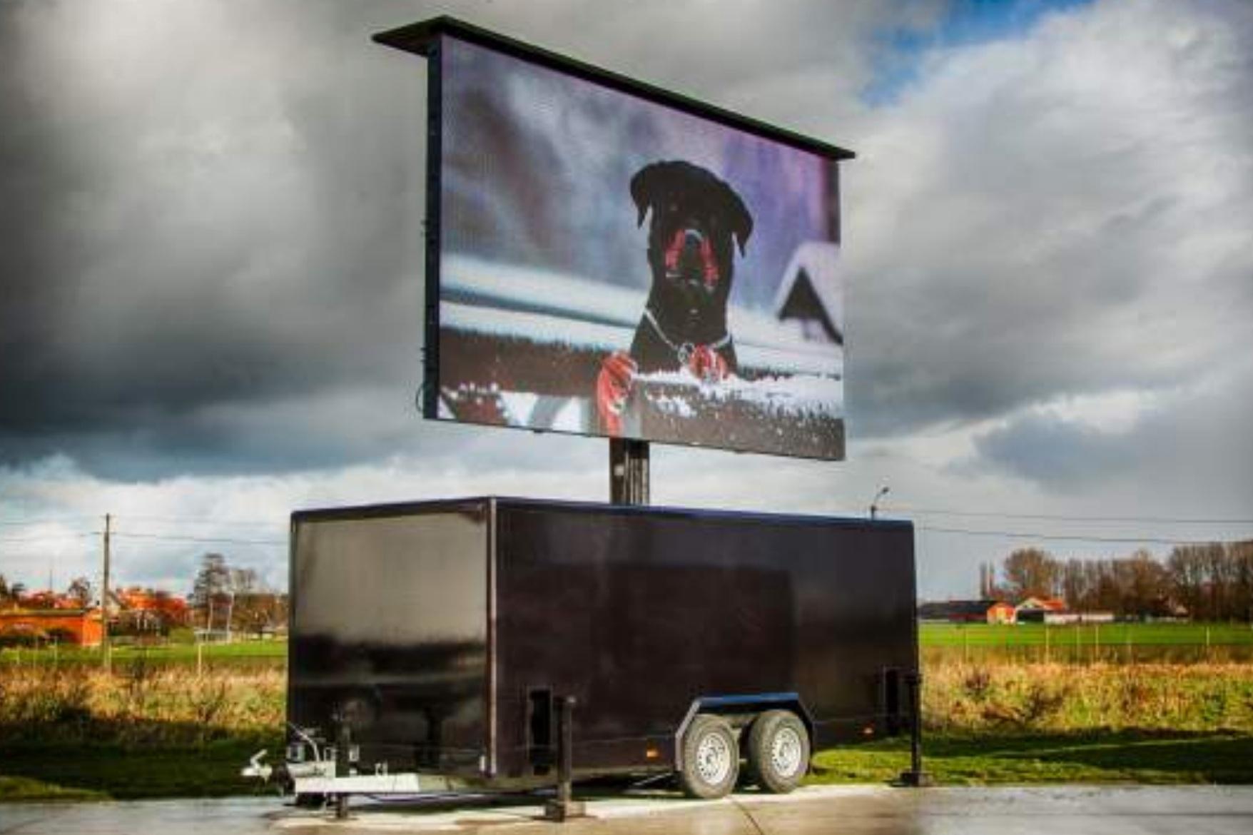 MOBIEL - Een led scherm plaatsen langs de weg, op een parkeerplaats, een evenement of bij verschillende vestigingen van uw organisatie?