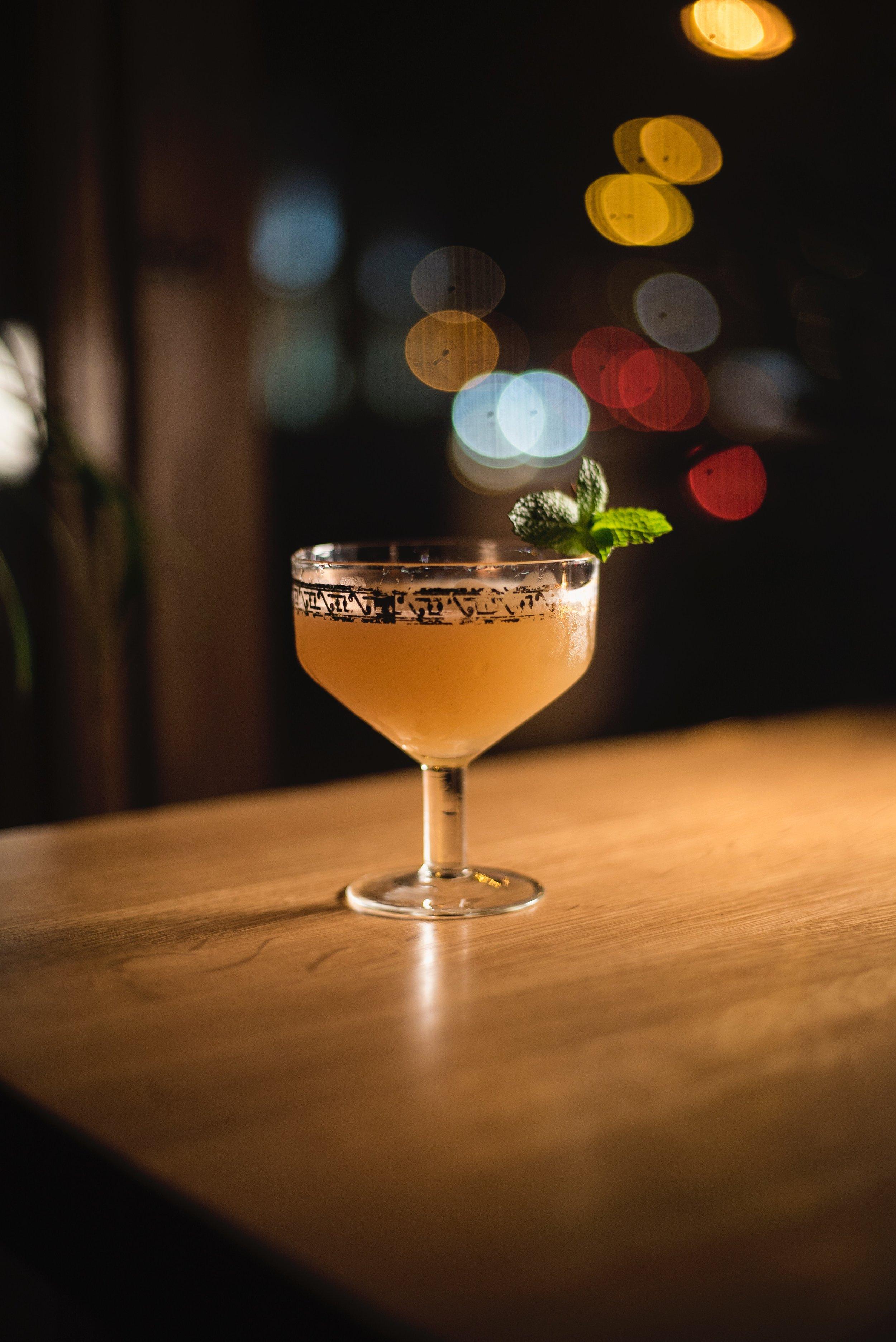 Glamorous cocktail hour accompanied by jazz