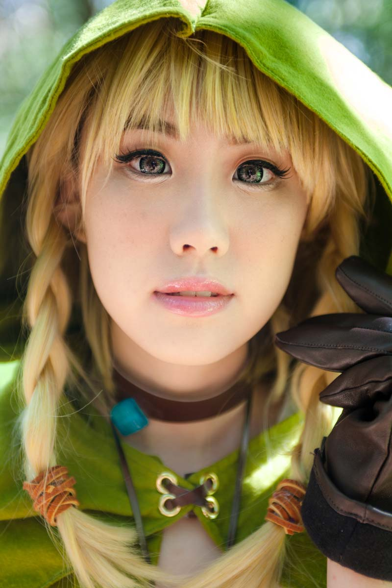 professional-headshot-of-female-asian-cosplayer-dressed-as-linkle-from-zelda.jpg