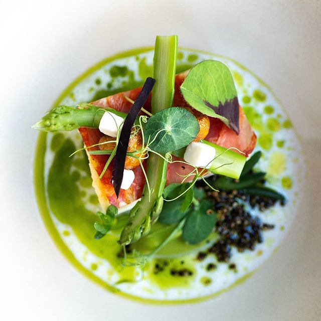 It's officially Spring in New Zealand and we couldn't be happier - bring on warmer temperatures, alfresco dining and new season greens! We know the best spots for dining outdoors, so if you're travelling to NZ in the warmer months check out our website for more information on our 3-day or 7-day Culinary Journey.  #newzealand #restaurants #culinaryconciergenz #customdesigned #travelhacks #itinerary #NZrestaurants #wheretoeat #spring #alfresco 📷 Wouter Meijering