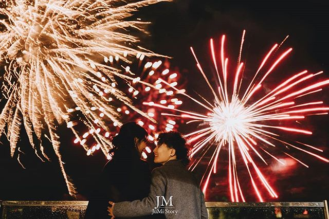 Happy NYE 🌟 Wishing you a new year filled with love and dazzling as this birthday surprise planned by our @__jasminechan__ 📷 @jumistory