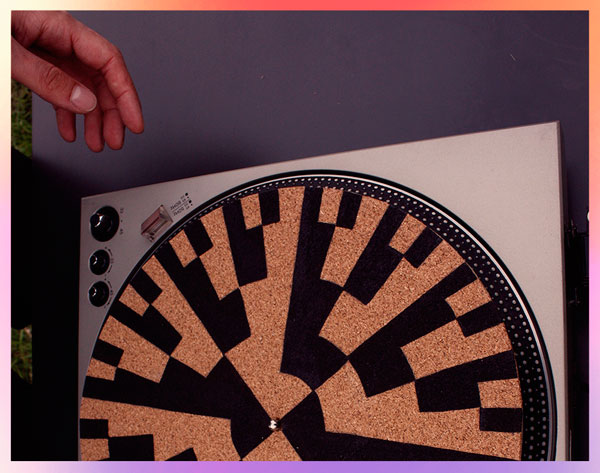 Leisure machine (2015). Video still of a slipmat (from Hugo Münsterberg laboratory).