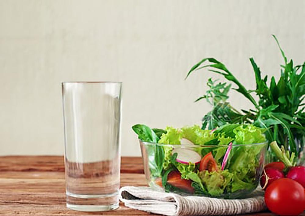 vegetable-salad-glass-pure-water-450w-298545656.jpg