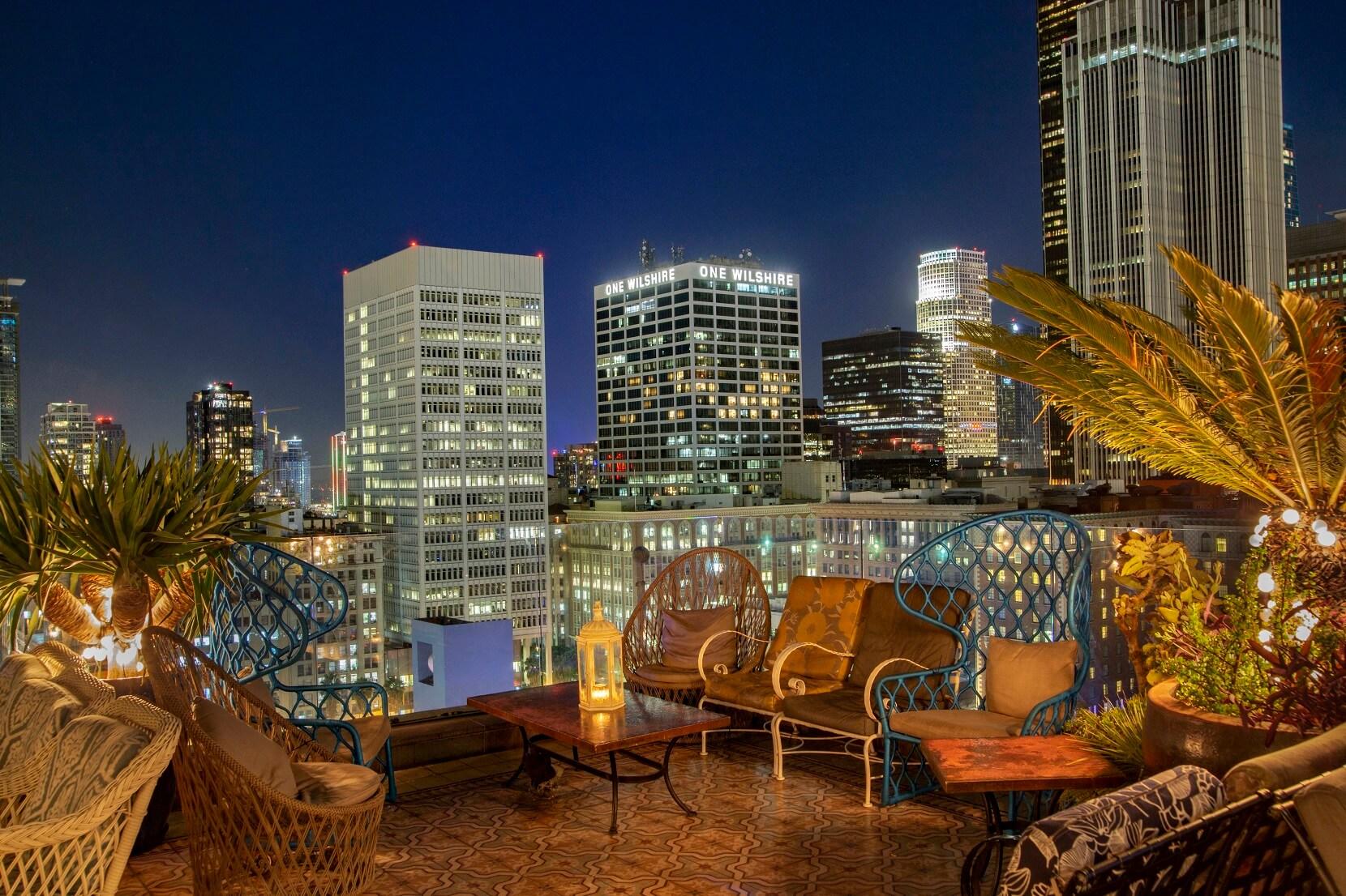 16th FLoor Rooftop Evening View2 (002).jpg