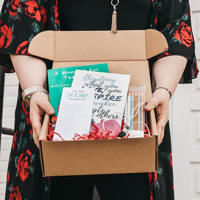 We still have a few Winter and Summer boxes available. But if you sign up for our newsletter, you will be the first to know when these babies go on sale! Hint: It's just in time for back to school! 📸: @nicole.constante . . . . . . #teacher #teachergifts #pommebox #yeg #subscriptionbox #selfcare #canadianteacher #canada #canadamade #yyc #yyz #yvr #yow #ywg #yxe #yqr #backtoschool