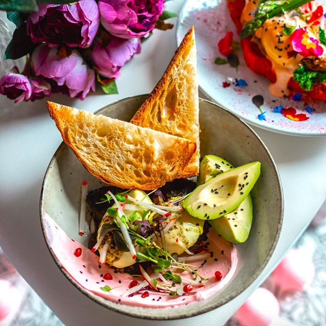 A long time crowd favourite - THE HABIB - Za'atar saffron poached eggs, beetroot labneh, pomegranate, portobello mushrooms, radish, and avo on toasted sourdough 😍 . . . #socialhideout #sydney #sydney🇦🇺 #sydneycafe #sydneybreakfast #sydneybrunch #breakfastinsydney #brunchinsydney #cpmonlinemarketing #sydneycafes #urbanlistsydney #broadsheetsydney #sydneycoffee #sydney #brekkie #breakfastsydney