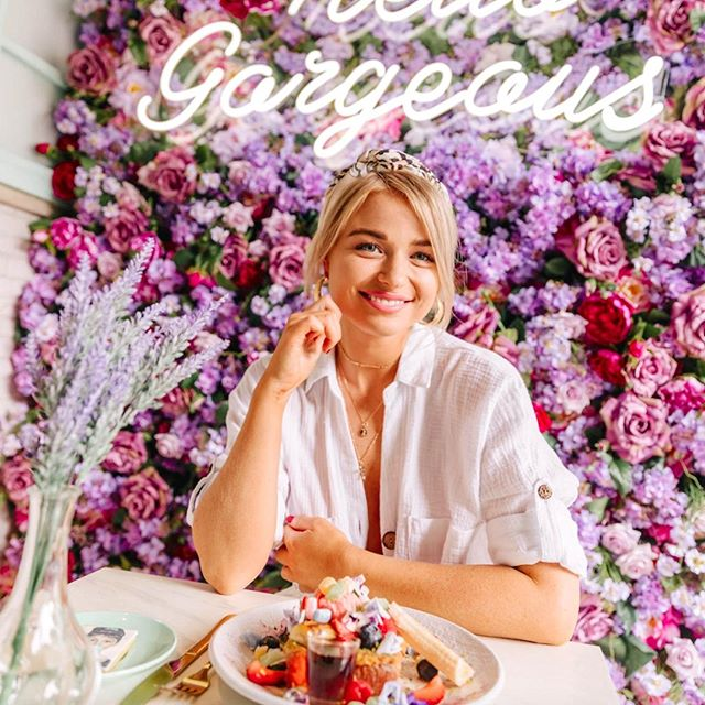 Nothing like a Social Hideout visit to put a smile on your face! Don't forget to tag us in any photos you share from your visit, we love seeing all these pics! ✨✨✨ 📸: @peppermayo . . . #socialhideout #prettycafe #prettycafes #beautifulcafes #beautifulcafe #cutecafe #cutecafes #aestheticcafes #cafes #cute #pretty #aesthetic #cafes #love #littlethings #flatlay #cpmonlinemarketing #flatlaystyle #flowers #decor #home #lifestyle #lifeisbeautiful #smallthings #driedflowers #decorationideas #interior