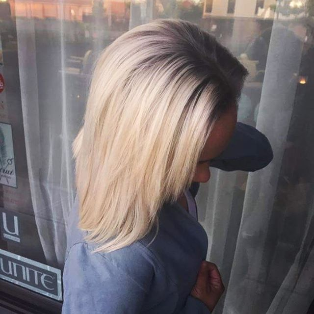 Gorgeous platinum with slate rootshadow by Arno _texturedhairbyarno .jpg