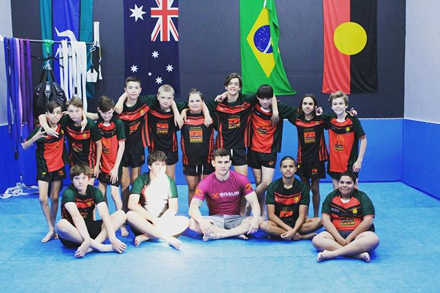 Today I had the pleasure of taking the boys from Dubbo College Delroy Campus CLONTARF Academy through a grappling session. . We had a fun time learning how to control our opponents with top pressure and good body positions. .  The boys represented their school and academy with pride and I couldn't have asked for a better group of boys to choke out. 😁 Coach 🤙🏽 @teamperosh #brazilianjiujitsu #brazilianjiujitsulifestyle #nogi #grappling #submission #pressure #clontarf #aboriginal #determined #nochill