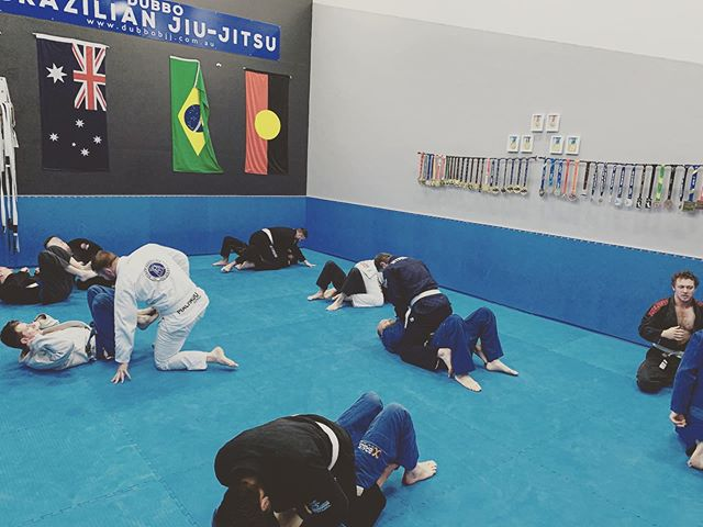 Positional Control and Pressure are the two best thing if your looking to break your opponents. I tell my guys every week, Jiu Jitsu is easy when your on top. @teamperosh @anthonyperosh #brazilianjiujitsu #jiujitsu #bjj #bjjfamily #submission #grappling #gi #pressure #fitness #nochill