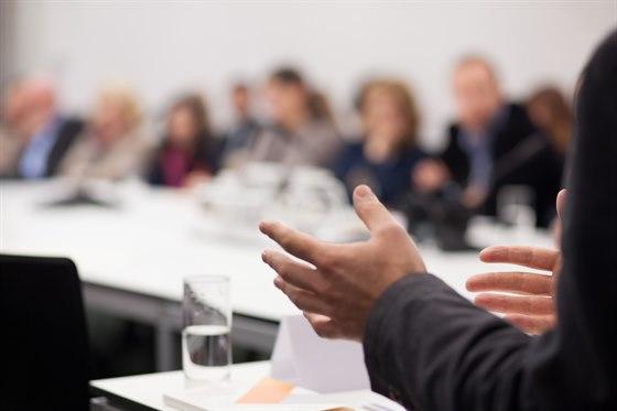styrerom - 10 personerVi har to boardrooms med tekniske boardroomtables, 50'' flatskjerm, whiteboard og styreromsbord. Ta med deg styret og ha årsmøte eller planleggingsmøte hos oss. Vi tar var på alle deres behov mens dere holder fokus på det viktigste!