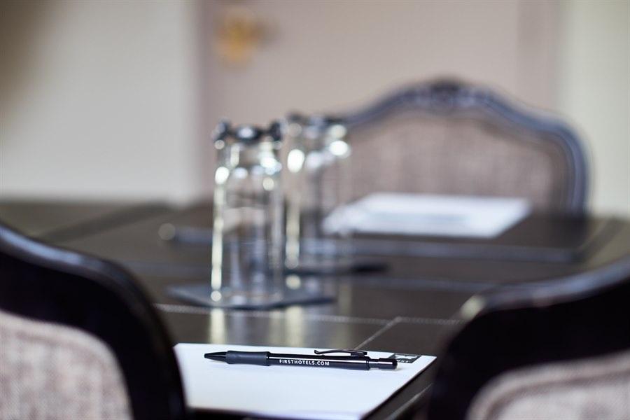 Vålandspibå - 50 personer - 42 kvmKlasserom: 25 personerU-bord: 15 personerKino: 50 personer