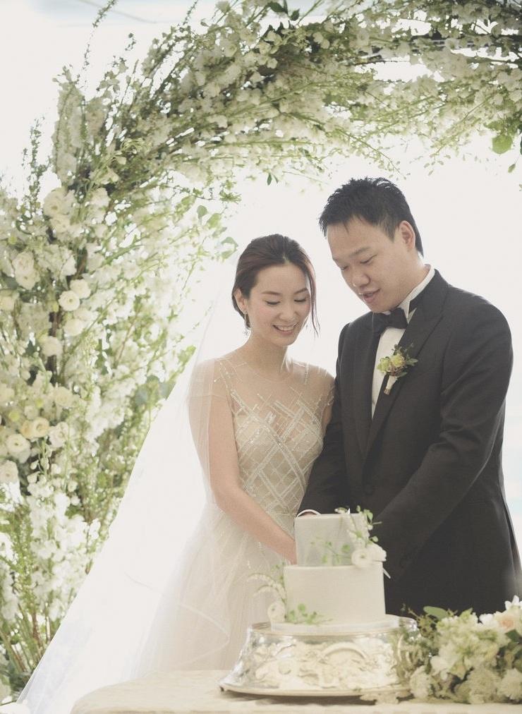 White Winter BlossomGarden Suite, Peninsula HK - Sara & Frank