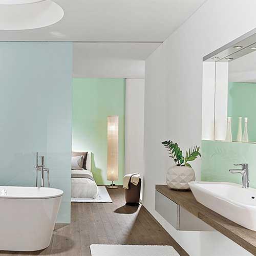 Sanitär - Ein schönes Badezimmer kann eine Wellnessoase zu Hause sein. Wir beraten Sie gerne beim Neubau oder einer gewünschten Neu-Sanierung Ihres Badezimmers. Bei unseren Fachpartnern können Sie sich in der Bäderausstellung Inspirationen für Ihr Traumbad holen, wir begleiten und beraten Sie gerne. Wenn Sie Ihr Bad barrierefrei gestalten wollen, müssen Sie dabei keinesfalls auf ein schönes und edles Interieur verzichten. Auch hier beraten wie Sie gerne.
