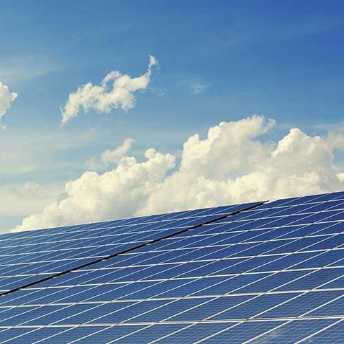 Solar - Eine auf Ihre Bedürfnisse zugeschnittene Energieversorgung, die neben Sparsamkeit und ressourcenschonendem Betrieb auch hohen Komfort bietet? Nicht nur mit Blick auf die steigenden Preise für Öl und Gas eine verlockende Idee! Ob Sie die Solarenergie nun für Trinkwassererwärmung oder zur Heizungsunterstützung nutzen möchten, wir planen individuell auf Ihre Bedürfnisse abgestimmt die Nutzung von Solarenergie.