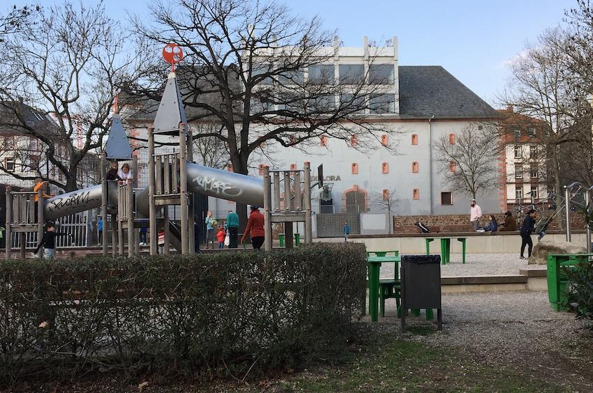 Glauburgplatz mit Spielplatz, 28.02.2019