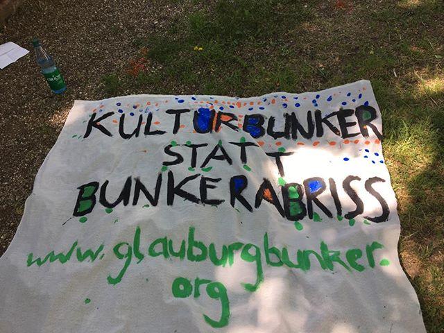 Banner-Aktion rund um den Glauburgbunker: Seid inspiriert, seid engagiert...