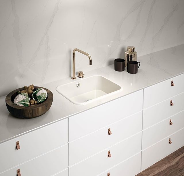 Rejuvenate with Silestone Calacatta Gold. It's unique blend of soft white, translucent aggregate and fine veins give a fresh feel to this bathroom.
