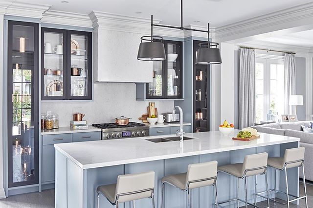 Nothing is more ambitious than a two-tone kitchen. Benchtop by Silestone - Snowy Ibiza.