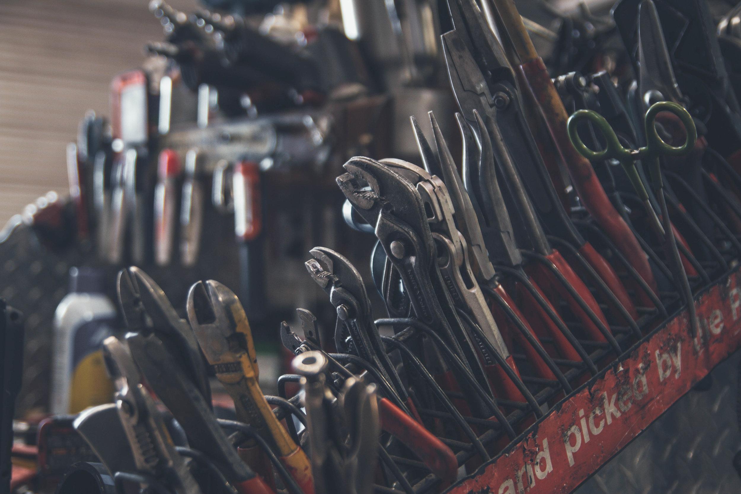 TEKNIKK - Les om hvilket utstyr vi har tilgang på og hvordan vår kunnskap kan komme deg til gode.