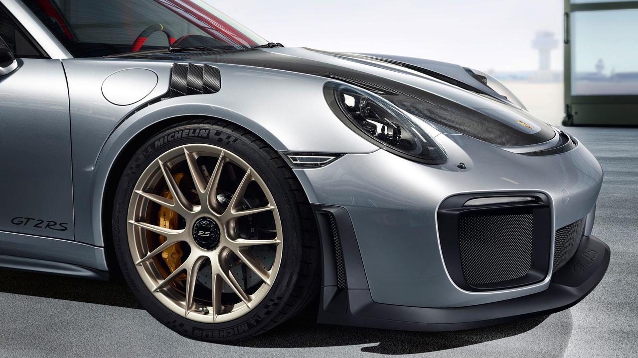 Porsche 911 GT2 RS 4.jpg