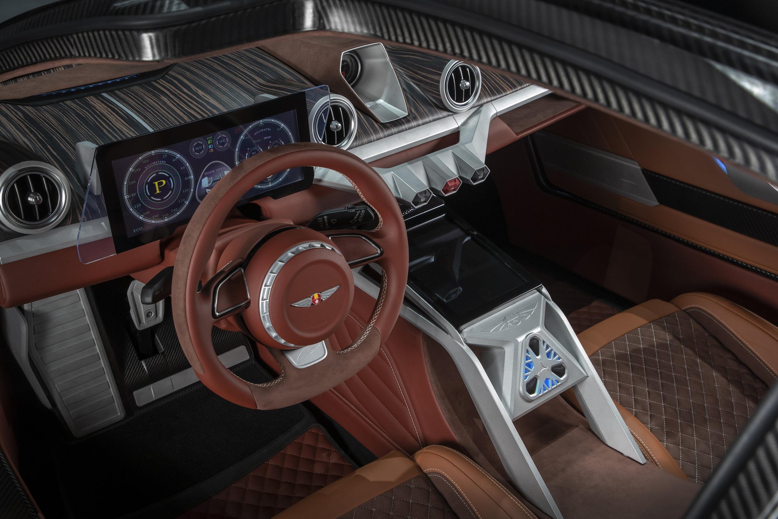 El interior combina formas futuristas y clásicas en materiales de lujo