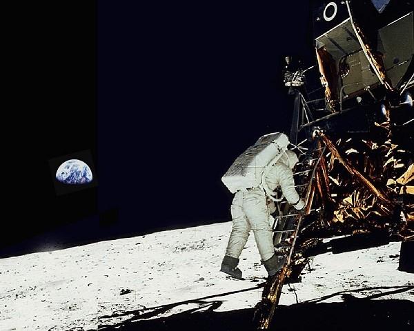 Llegada del hombre a la Luna el 21 de julio de 1969 a las 2:56 (hora internacional UTC) al sur del Mar de la Tranquilidad