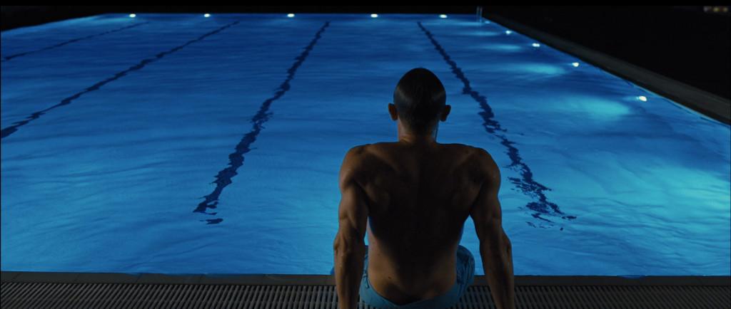 James Bond (Daniel Craig) luciendo un bañador de Orlebar Brown en la película Skyfall