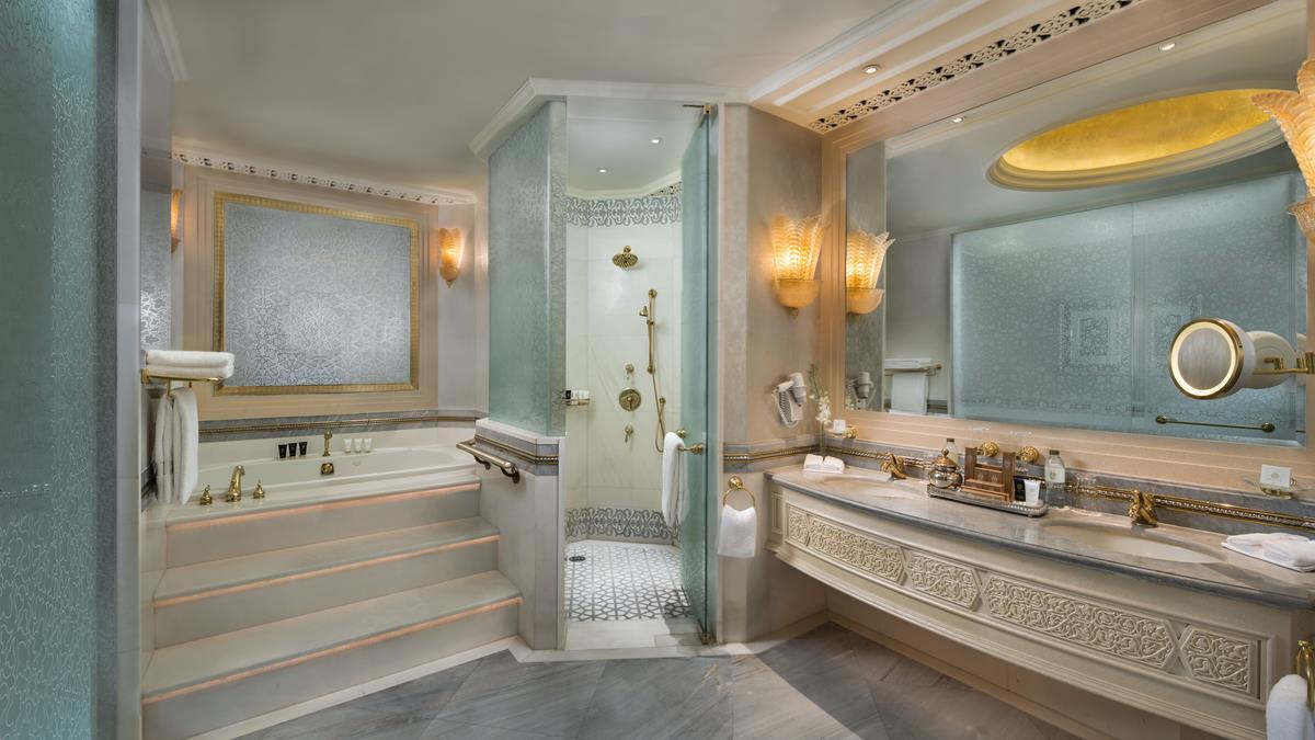 khaleej-deluxe-suite-bathroom.jpg