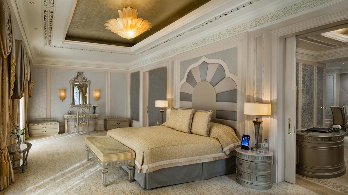 khaleej-deluxe-suite-bedroom.jpg