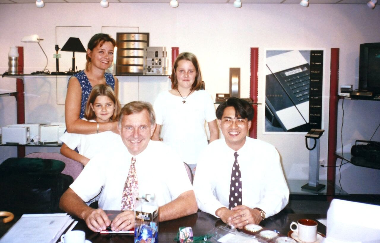 Max René with his family signing an exclusive contract for the Japanese market in 1995. His daughter Kristine (second from left) is leading the development of the newest collection in 2015.