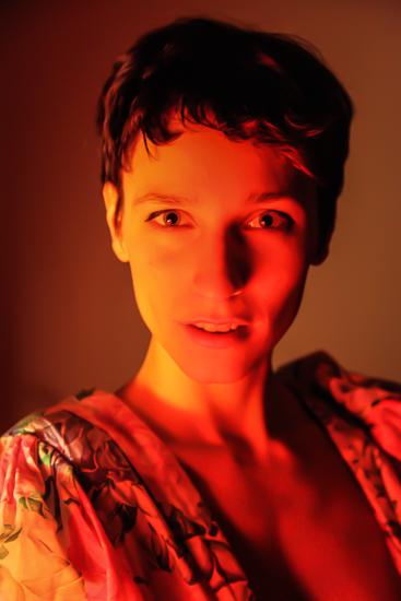 portrait fine art flamboyant d'une jeune femme magnifique pour le projet photo chaleur humaine.jpg