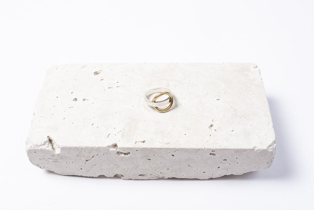 photo packshot bague d'orbes et d'argent atelier armoure, marque bijoux de créateur lilloise.jpg