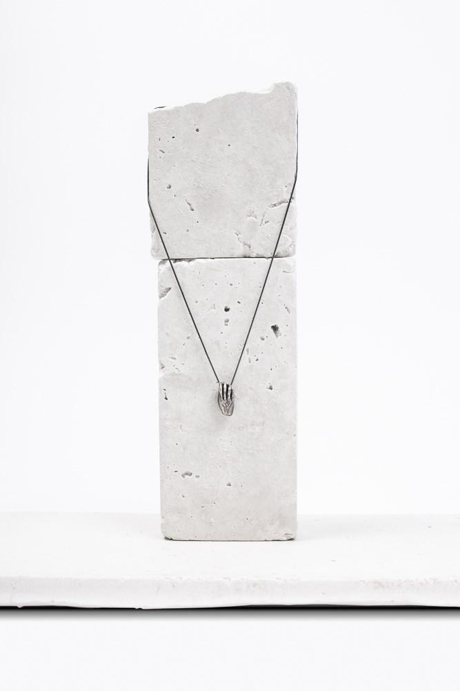 photo packshot pendentif non finito atelier armoure, marque bijoux de créateur lilloise.jpg