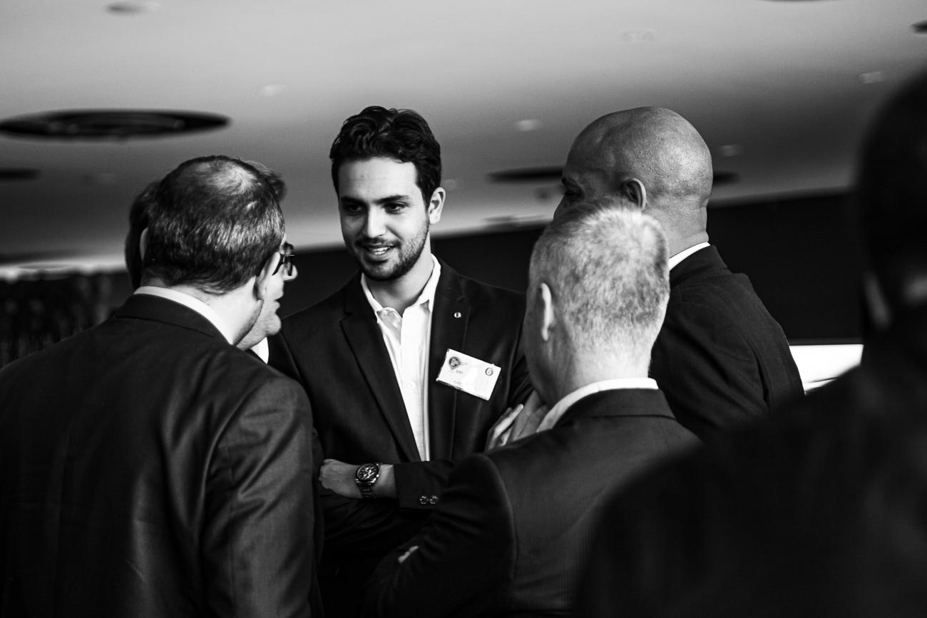 groupe de collaborateurs homme charismatique sous la lumière - photoreportage pour gan patrimoine, convention nationale 2018 au grand palais de lille.jpg
