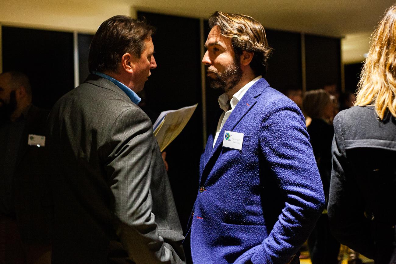 homme charismatique en costume bleu sous la lumière - photoreportage pour gan patrimoine, convention nationale 2018 au grand palais de lille.jpg