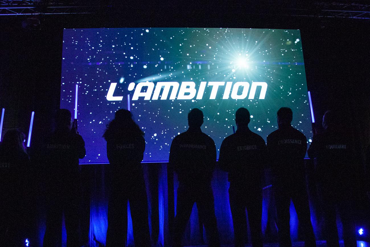 l'ambition de gan homme charismatique sous la lumière - photoreportage pour gan patrimoine, convention nationale 2018 au grand palais de lille.jpg