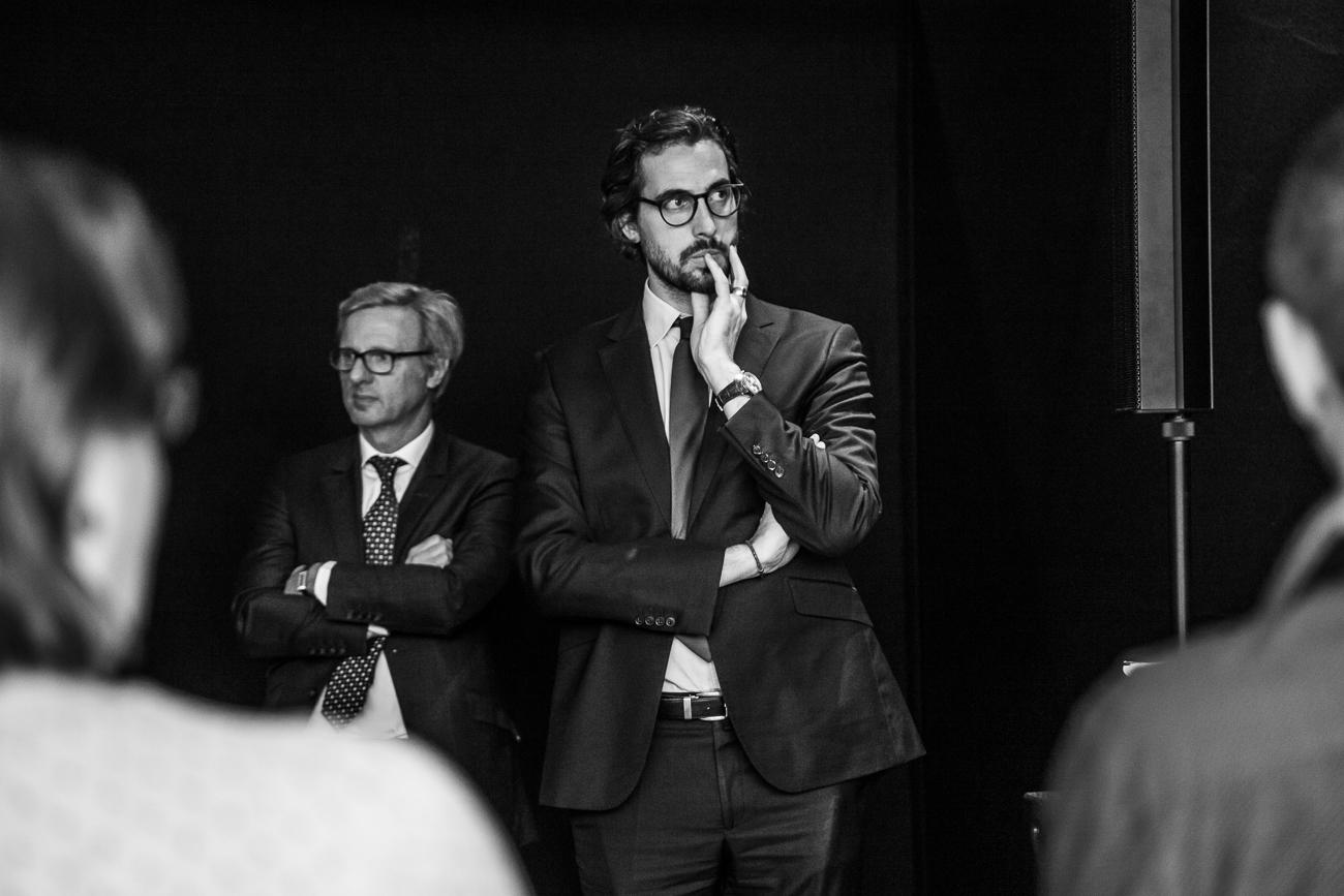 un intervenant concentré écoute un atelier - photoreportage pour gan patrimoine, convention nationale 2018 au grand palais de lille.jpg