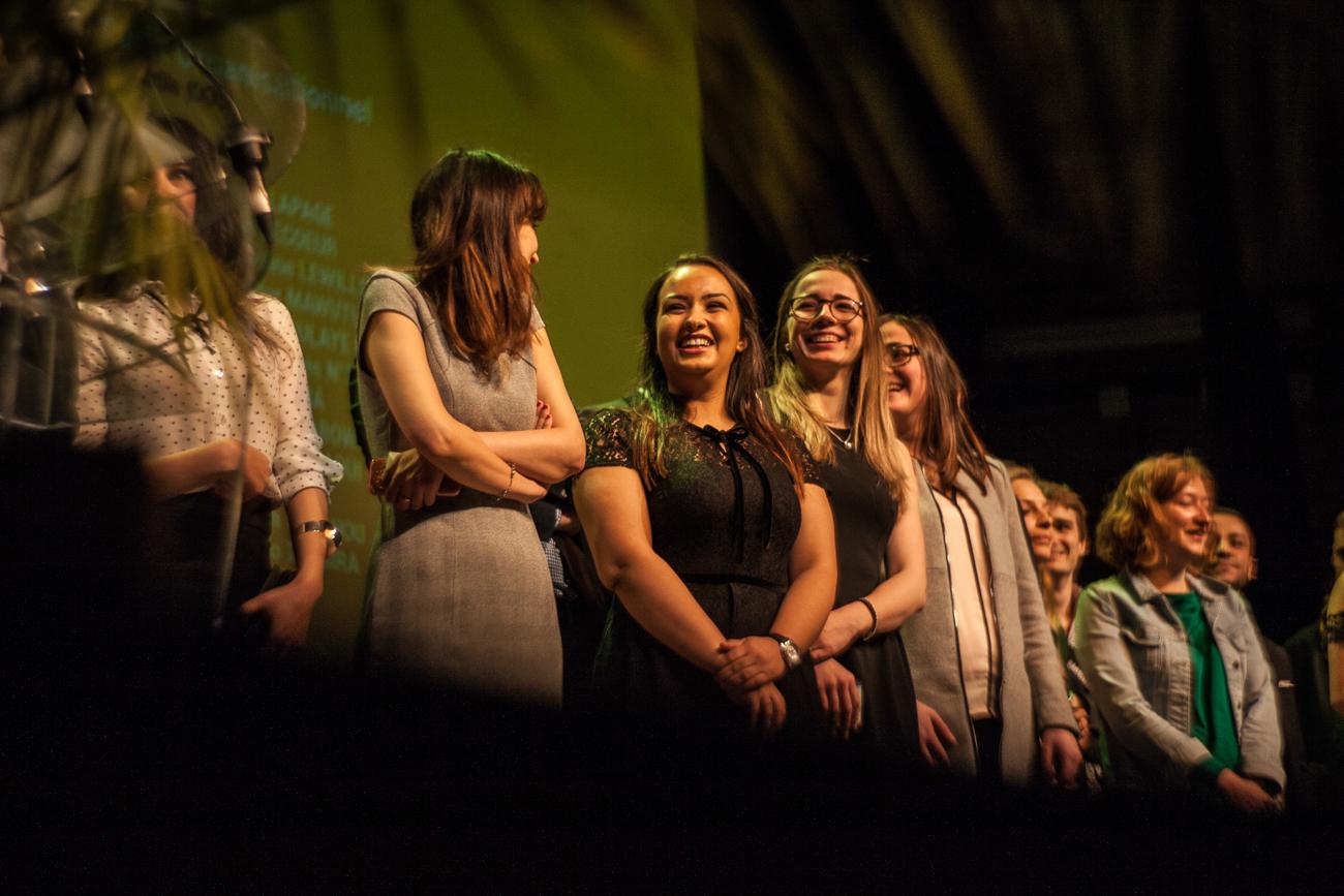 étudiants sur la scène de l'auditorium -photoreportage remise des diplômes université lille 1.jpg