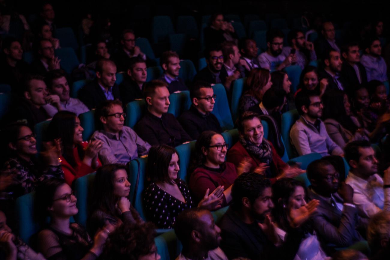 public souriant et attentif dans l'auditorium -photoreportage remise des diplômes université lille 1.jpg