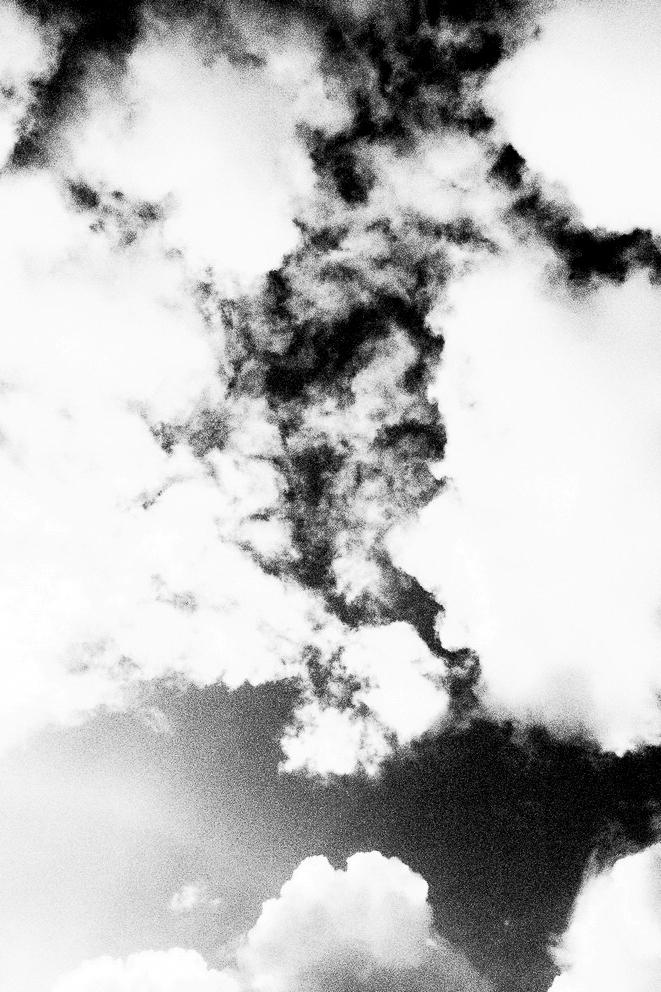 photo nuages noir et blanc - projet photo mémoire de rêvelise rohart.jpg