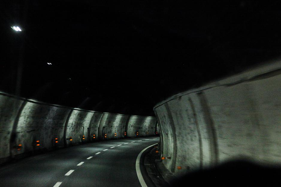 photo fine art projet mémoire de rêvelise rohart - passage dans un tunner sur route italienne.jpg