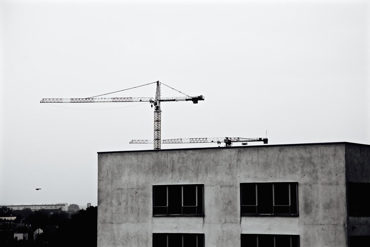 photo fine art noiretblanc projet mémoire de rêvelise rohart - batiment et grues.jpg