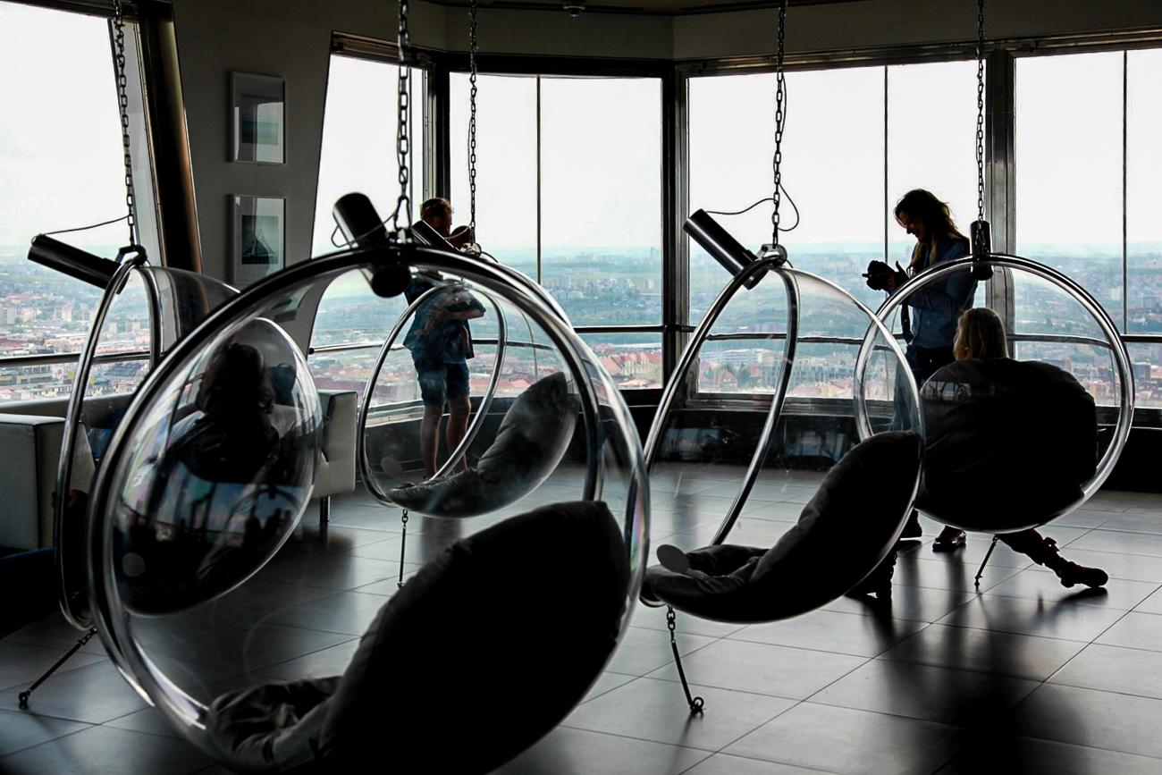 photo fine art projet mémoire de rêvelise rohart - 93eme etage de la tour tele de prague, zyzkov.jpg