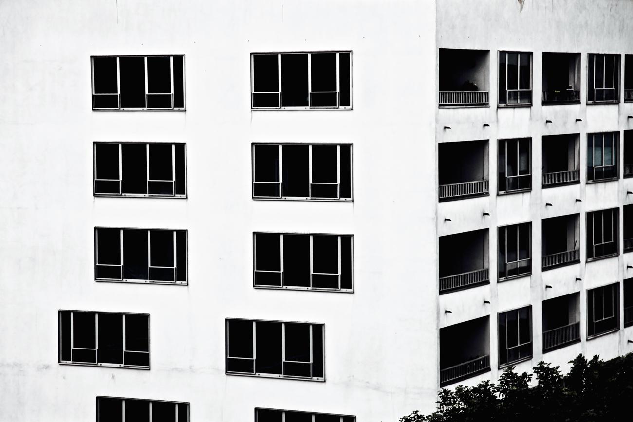 photo fine art projet mémoire de rêvelise rohart - batiment lillois avec rangées de fenêtres.jpg